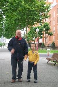 abuelo y nieto.